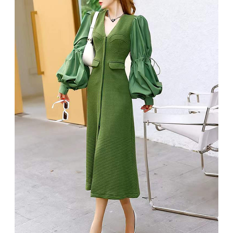 A long dress with solid bubble sleeves