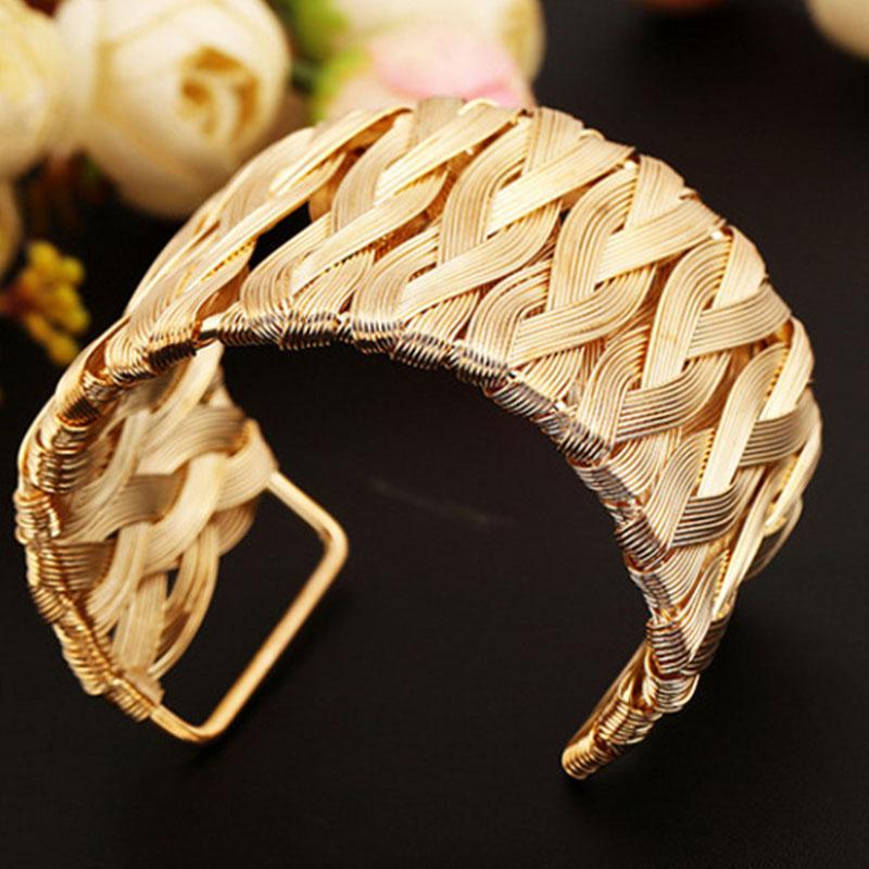 Electroplated alloy brushed bracelet